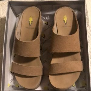 """Volatile sand color wedges """"August"""" size 9"""